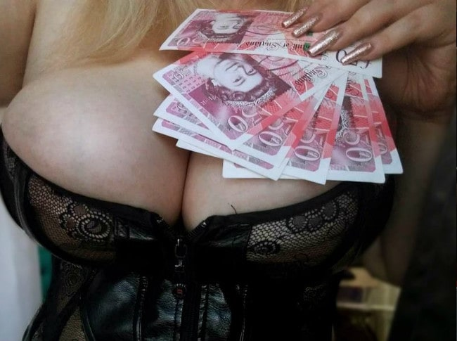 big tits findomme resting cash on tits