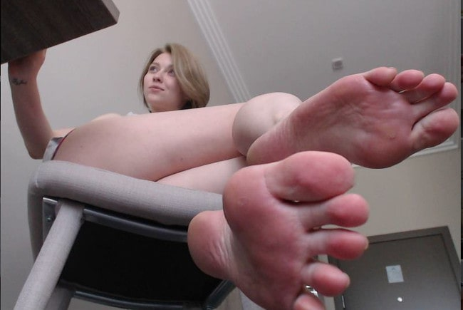 foot findomme showing off her sexy bare feet