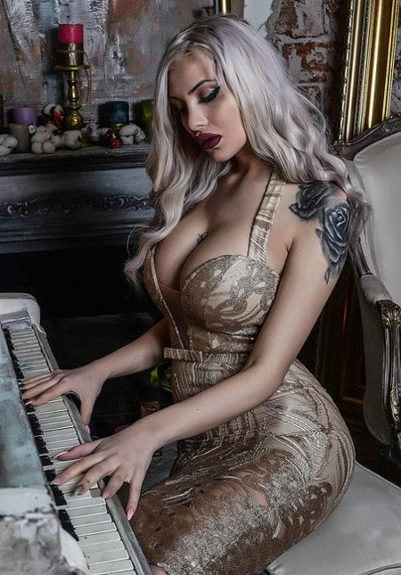big tits money mistress playing piano